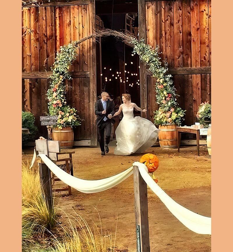 Сериальные невесты и их букеты. Часть 8.